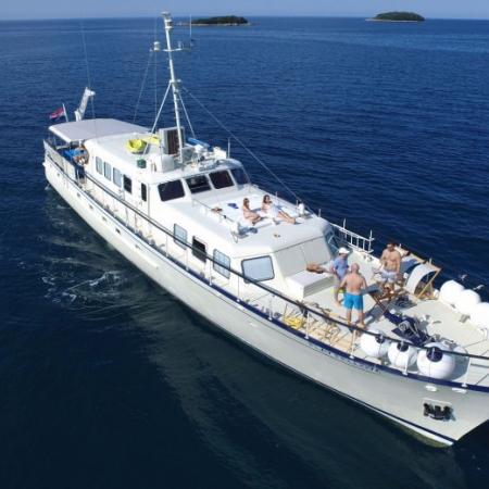 M/Y Play Fellow - denmar-yachting.com